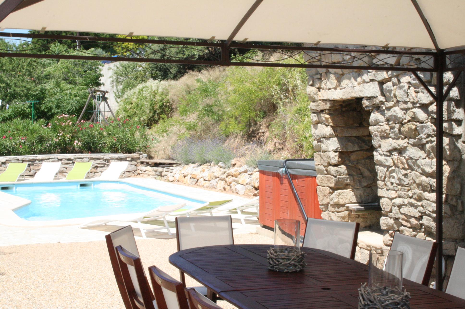Villa Calistelle met jacuzzi en verwarmd zwembad