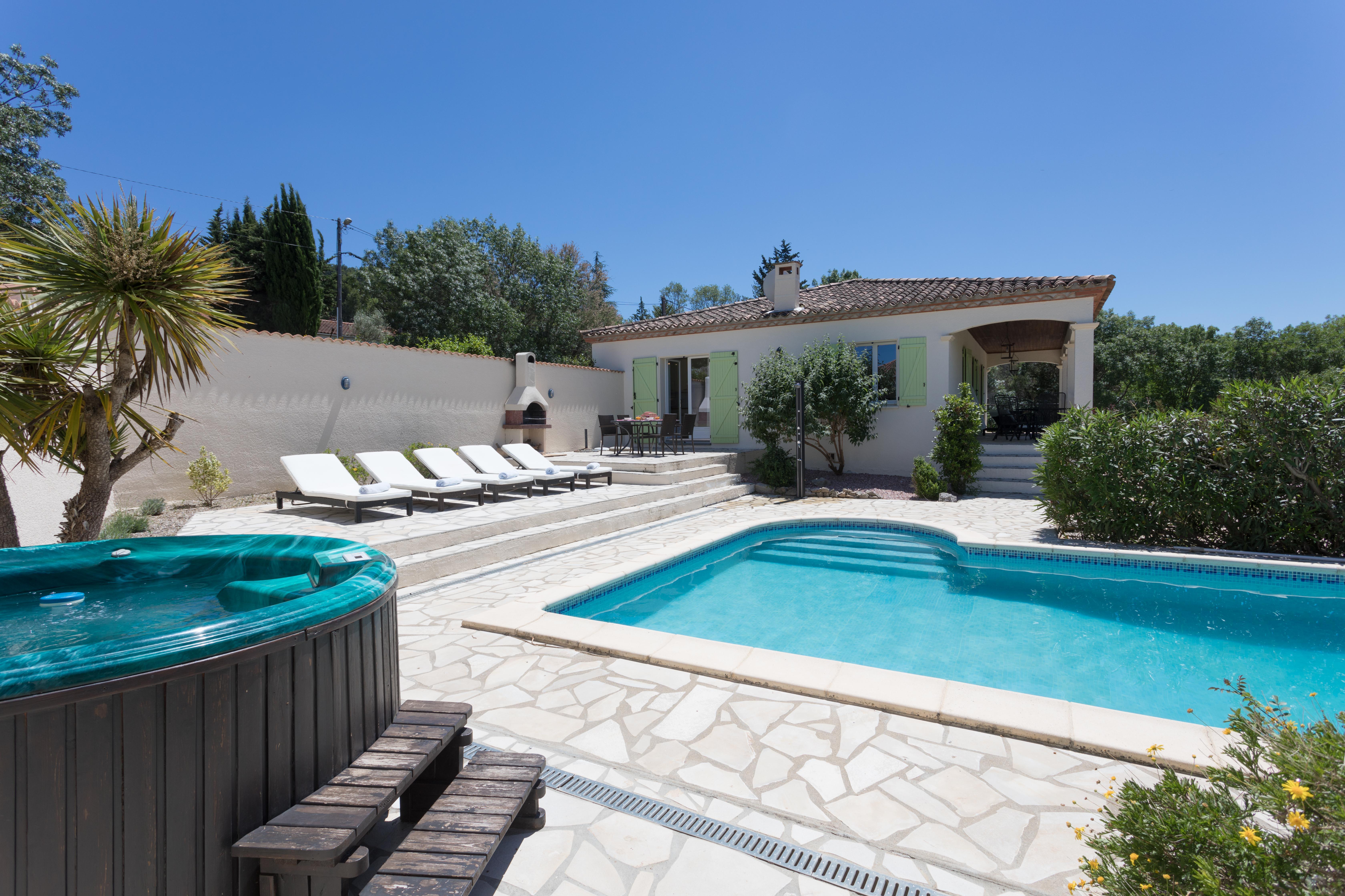 Villa Mardille met jacuzzi en zwembad